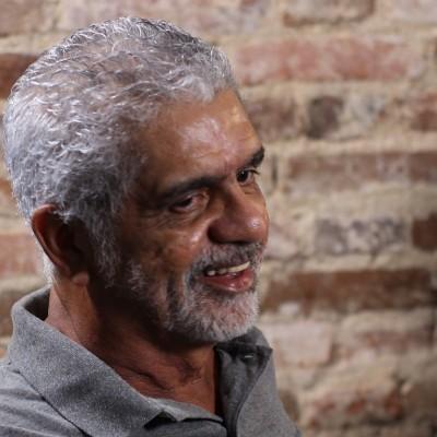 Jairo Cabral sorrindo.